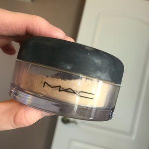 Mac loose powder
